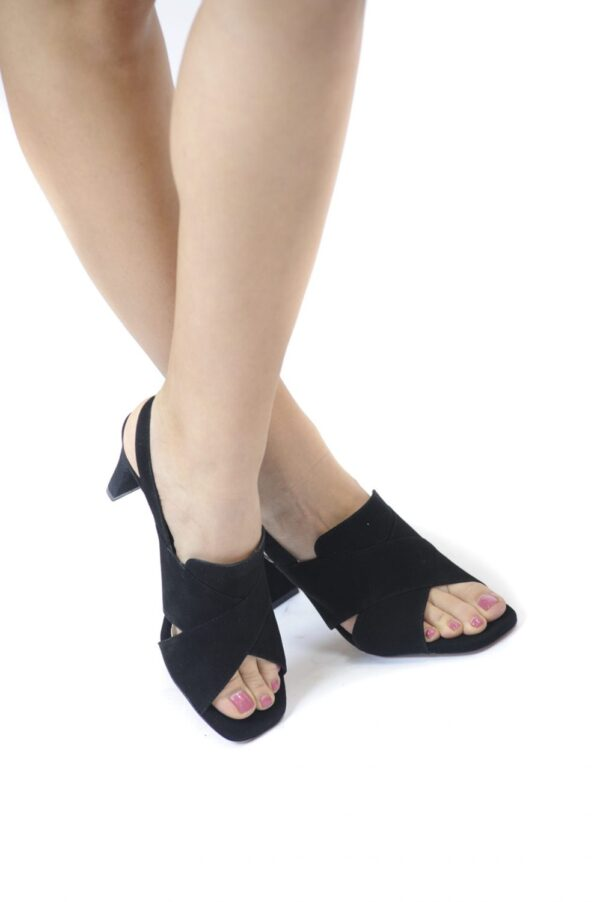 Γυναικεία Παπούτσια Γυναικείο Πέδιλο με Μεσαίο Τακούνι και Χιαστί Λουράκια